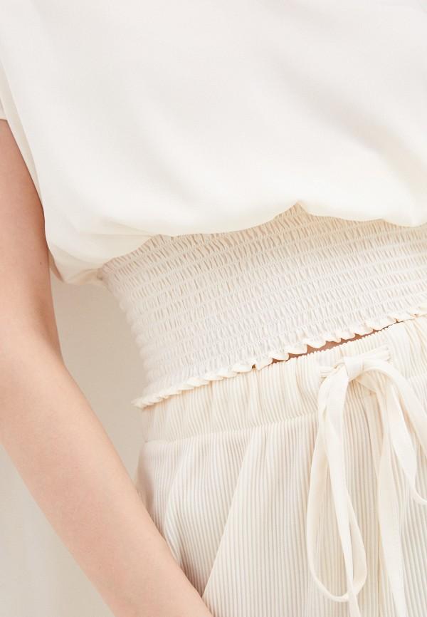 Фото 4 - Женскую блузку Befree бежевого цвета