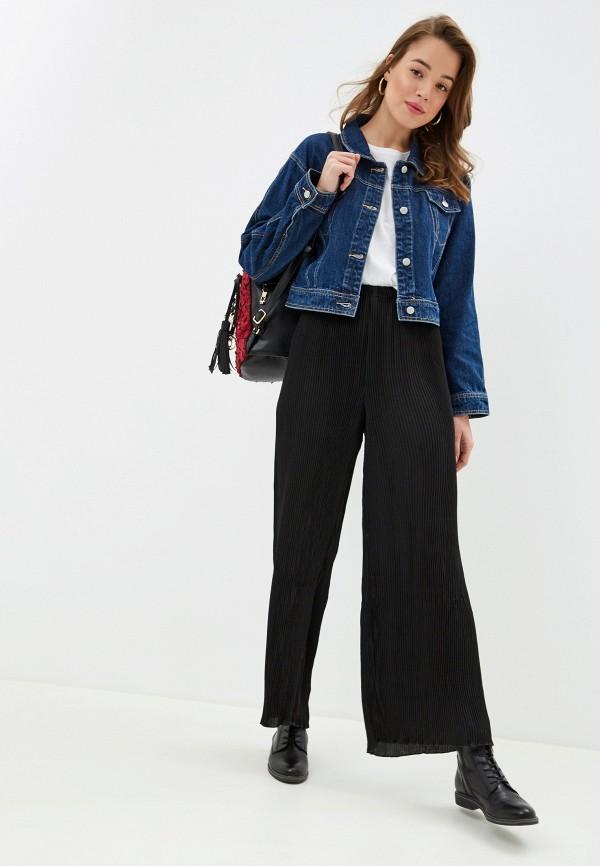 Фото 2 - Женские брюки NA-KD черного цвета
