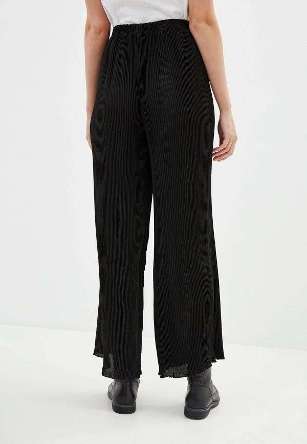 Фото 3 - Женские брюки NA-KD черного цвета