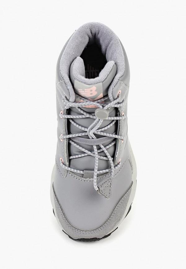 Фото 4 - Ботинки New Balance серого цвета