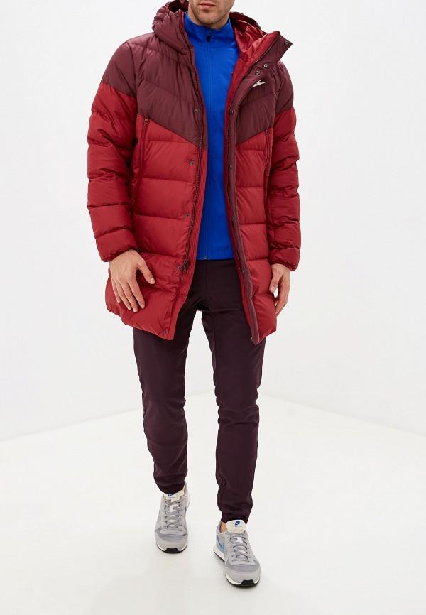 Фото 2 - Пуховик Nike бордового цвета