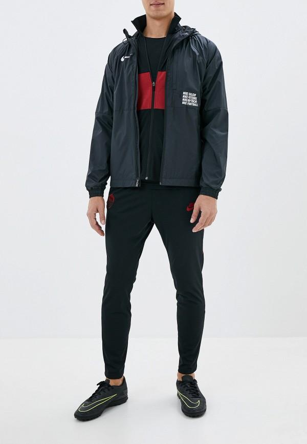 Фото 2 - Ветровка Nike черного цвета