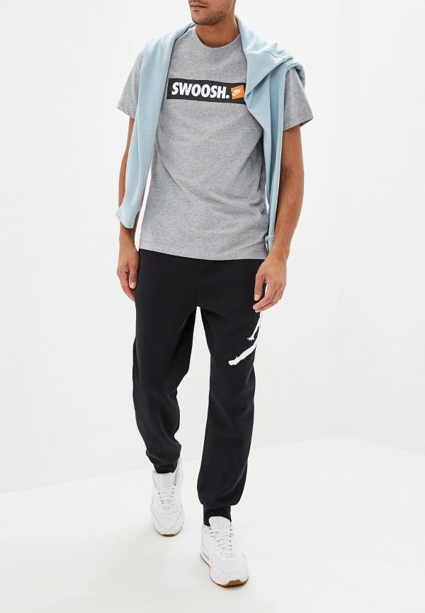 Фото 2 - мужскую футболку Nike серого цвета