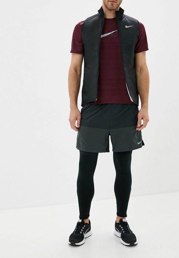 Фото 2 - Жилет утепленный Nike черного цвета