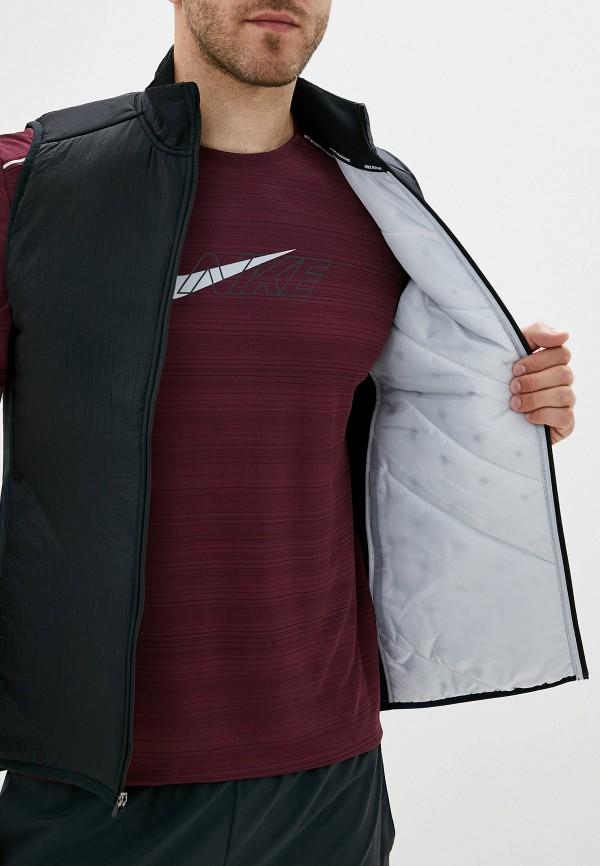 Фото 4 - Жилет утепленный Nike черного цвета