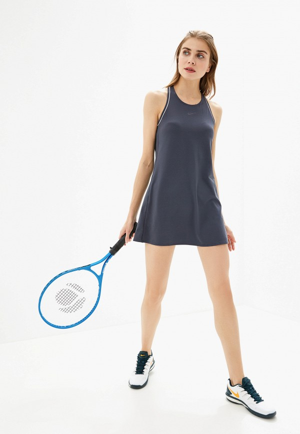 Фото 2 - женское платье Nike серого цвета