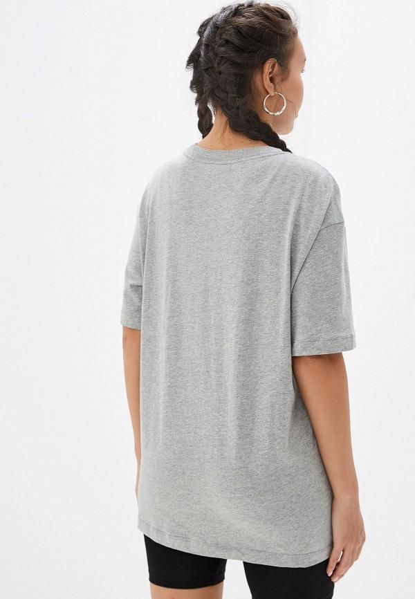 Фото 3 - женскую футболку Nike серого цвета