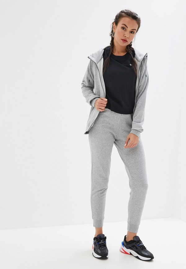 Фото 2 - Брюки спортивные Nike серого цвета