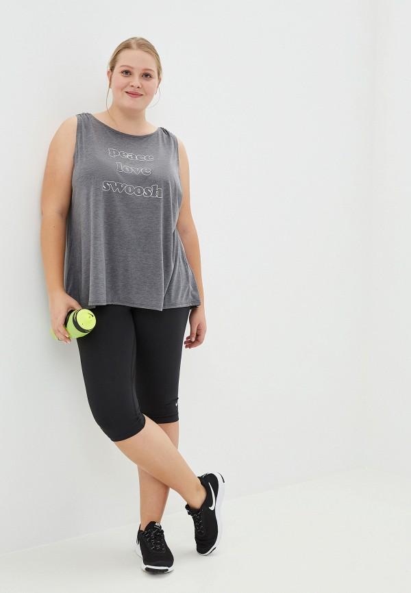 Фото 2 - Майку спортивная Nike серого цвета