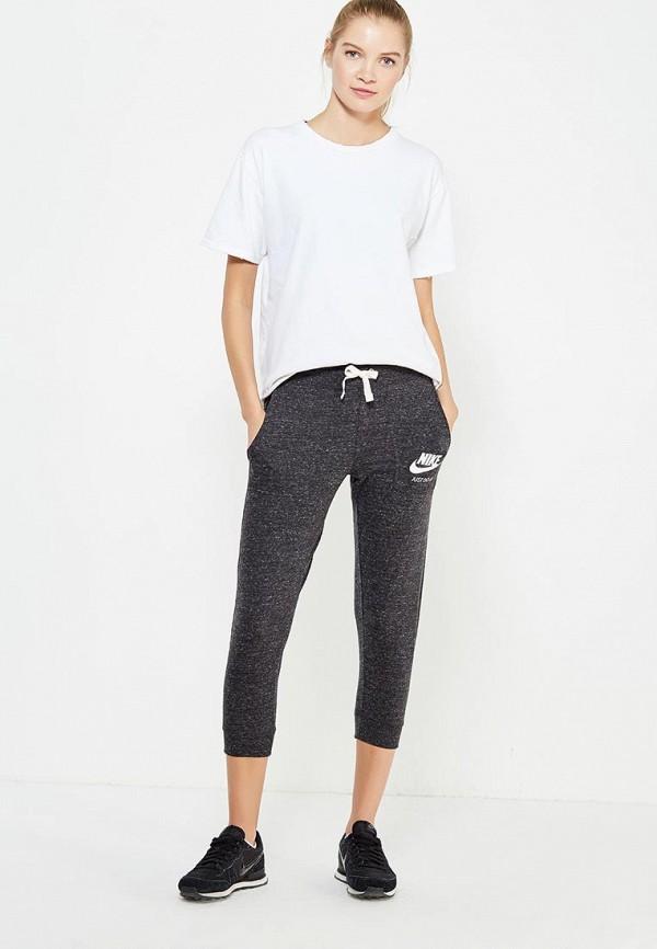 Фото 2 - Капри Nike серого цвета