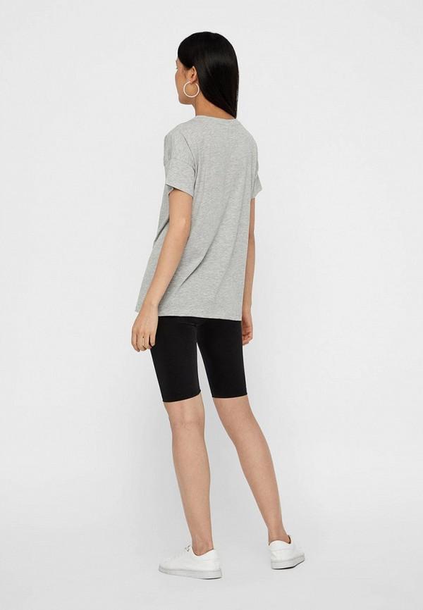 Фото 3 - женскую футболку Noisy May серого цвета