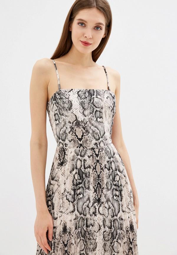 Фото 2 - Женское платье Oasis серого цвета