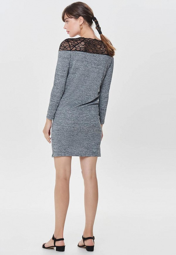 Фото 3 - женское платье Only серого цвета