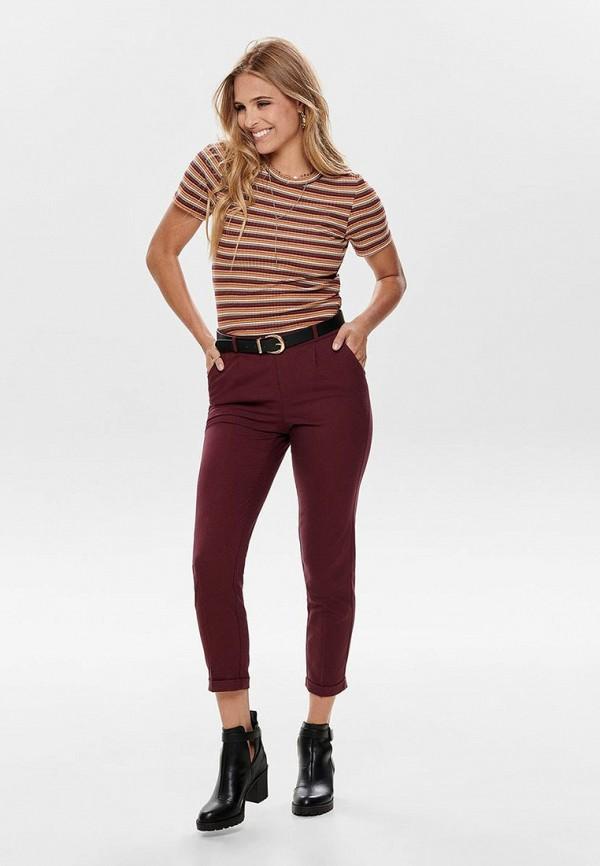 Фото 2 - женские брюки Only бордового цвета