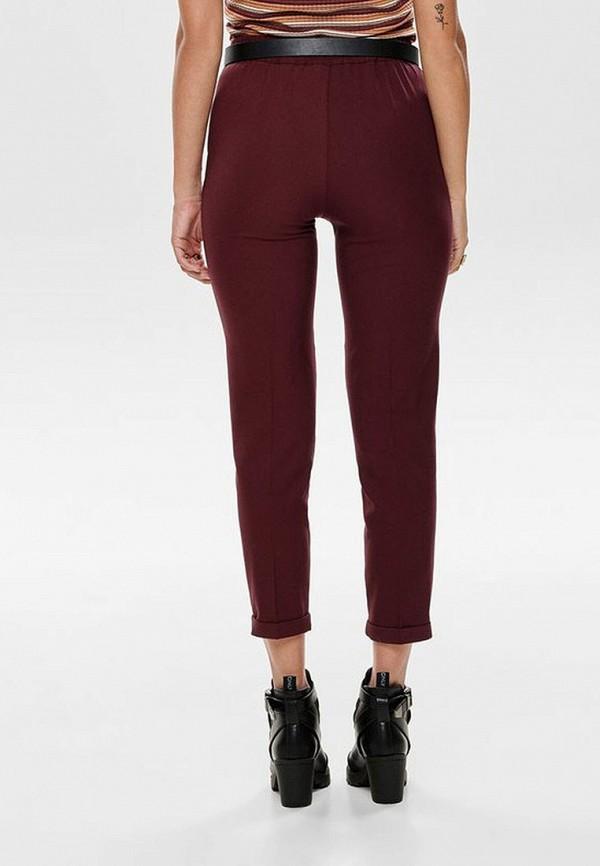 Фото 3 - женские брюки Only бордового цвета