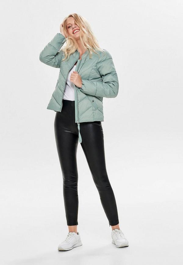 Фото 2 - Куртку утепленная Only зеленого цвета