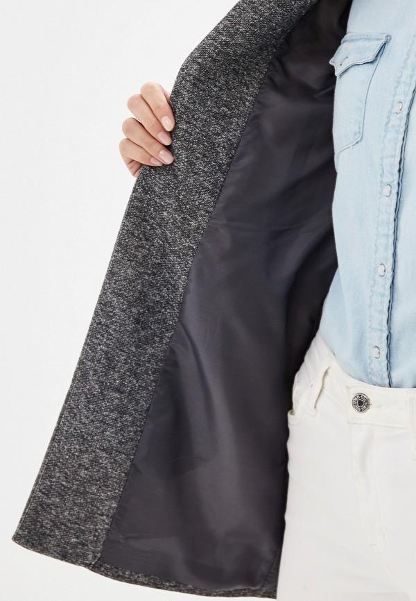 Фото 4 - женское пальто или плащ Only серого цвета