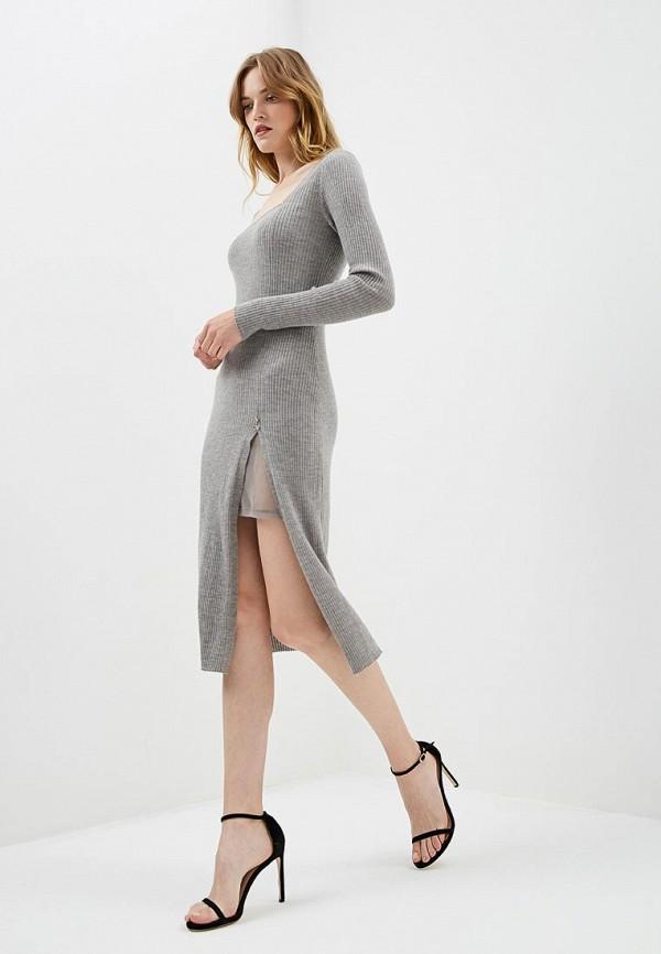 Фото 2 - женское платье Patrizia Pepe серого цвета