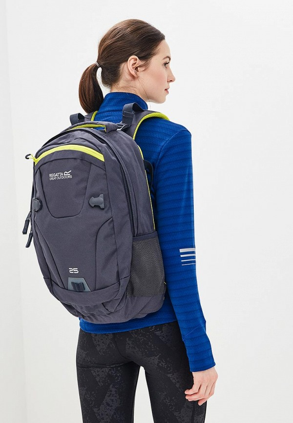 Фото 4 - женский рюкзак Regatta серого цвета