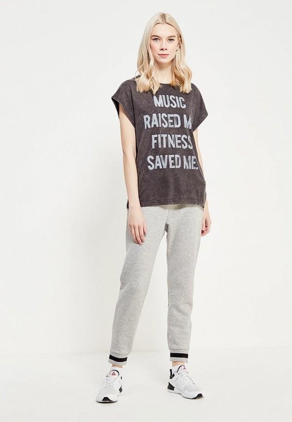 Фото 2 - женскую футболку Reebok серого цвета