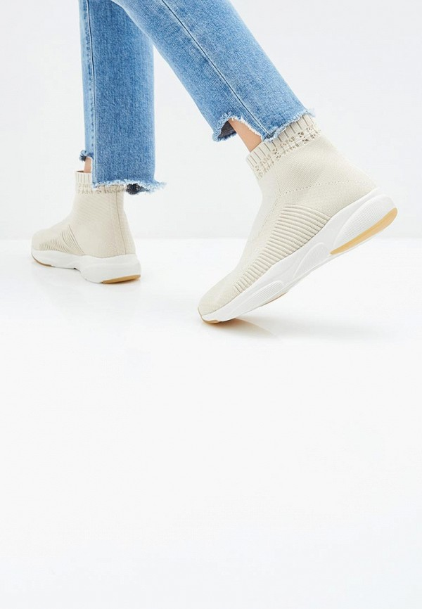 Фото 7 - женские кроссовки Skechers бежевого цвета