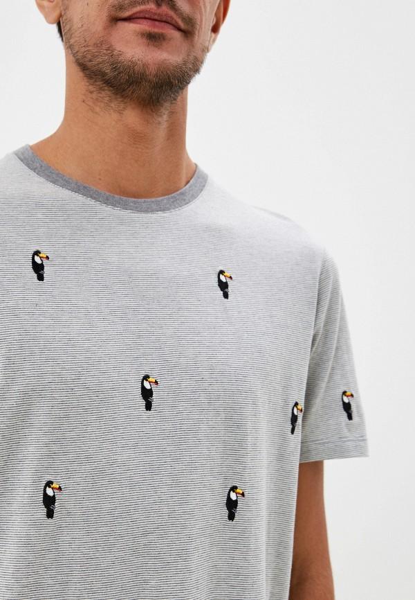 Фото 4 - Мужскую футболку Ted Baker London серого цвета