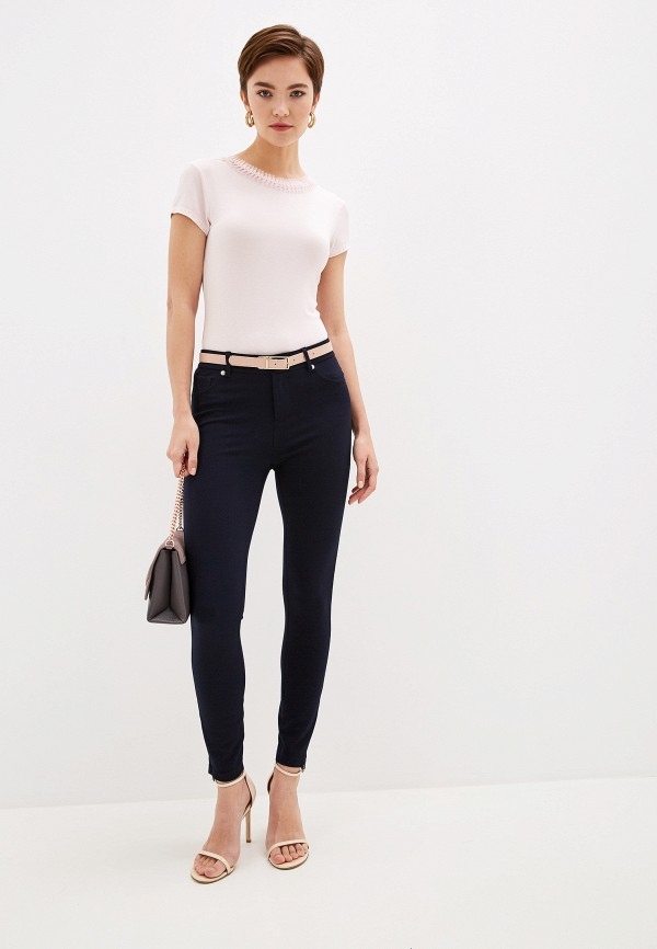 Фото 2 - Женские брюки Ted Baker London синего цвета