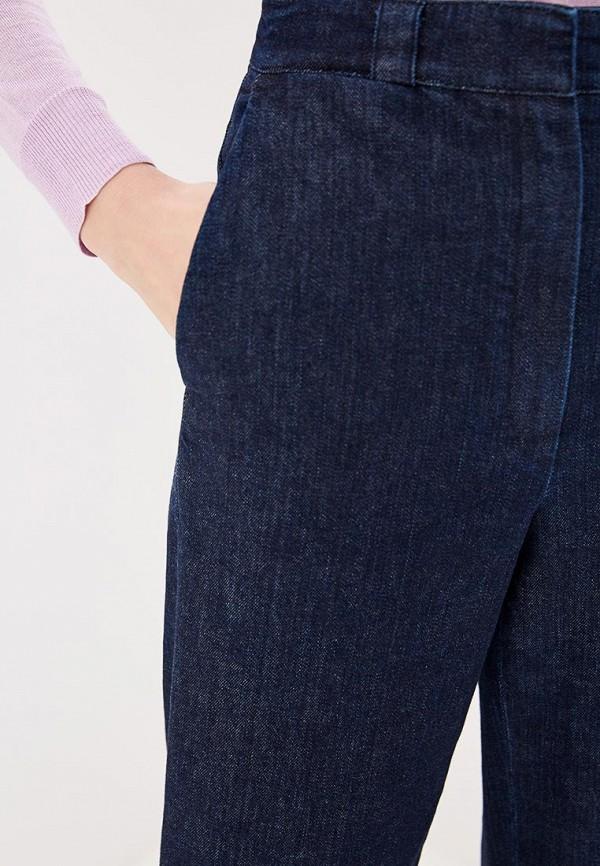 Фото 4 - женские джинсы Theory синего цвета