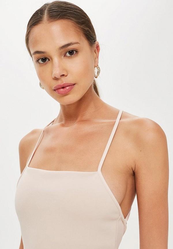 Фото 2 - женское платье Topshop бежевого цвета