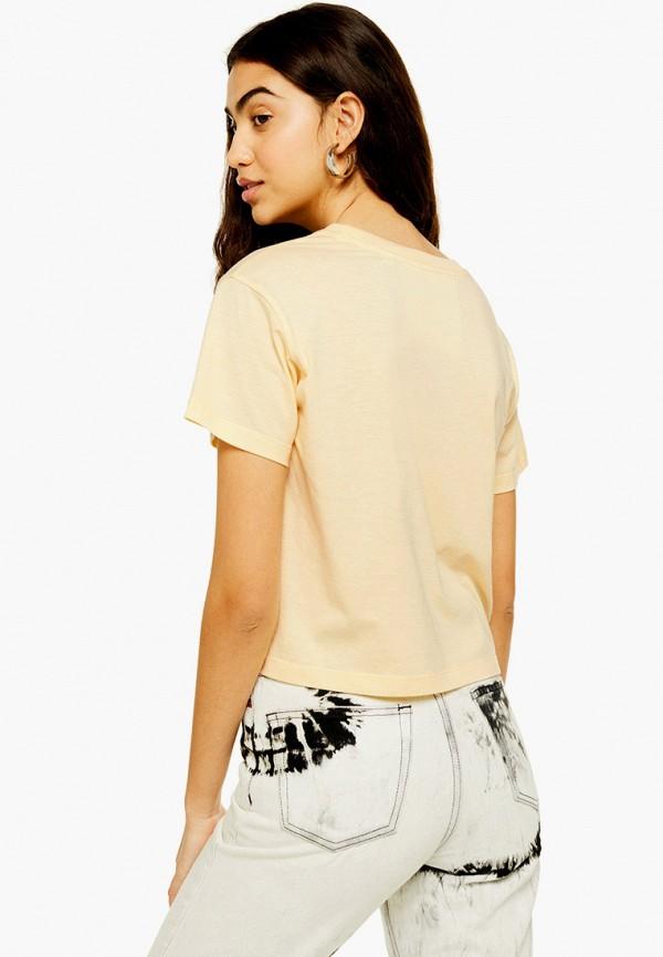 Фото 2 - женскую футболку Topshop бежевого цвета