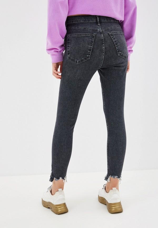 Фото 3 - женские джинсы Topshop серого цвета