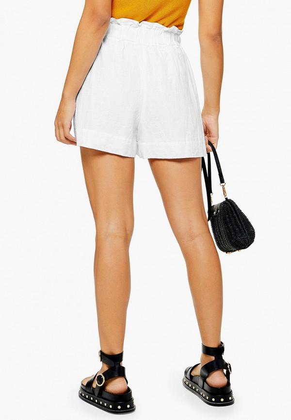 Фото 2 - Женские шорты Topshop белого цвета