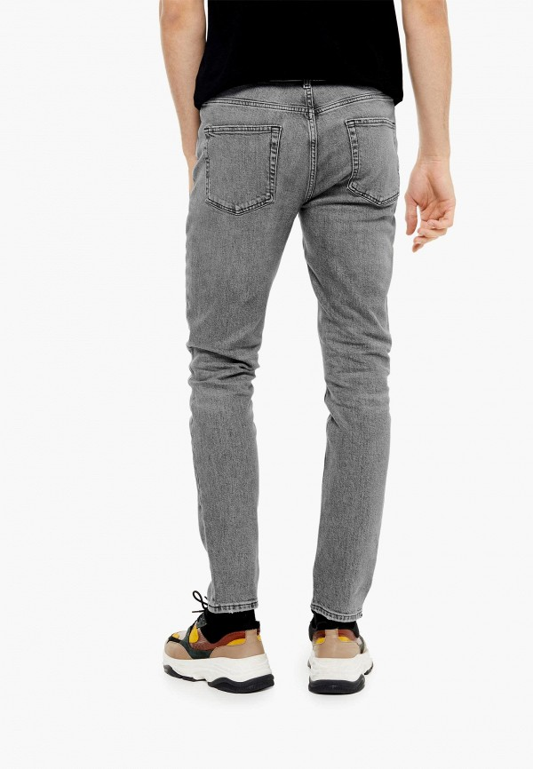 Фото 3 - Мужские джинсы Topman серого цвета