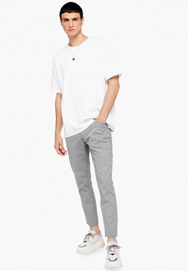 Фото 2 - Мужские брюки Topman серого цвета