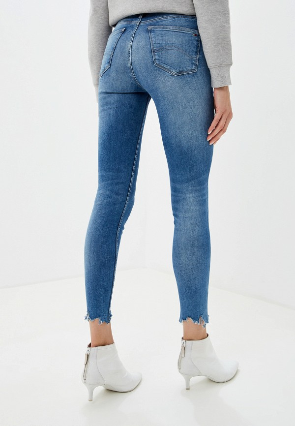 Фото 3 - женские джинсы Tommy Jeans синего цвета