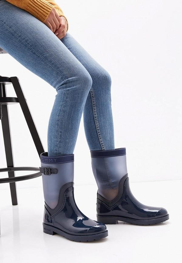 Фото 6 - Женские резиновые сапоги Tommy Hilfiger синего цвета