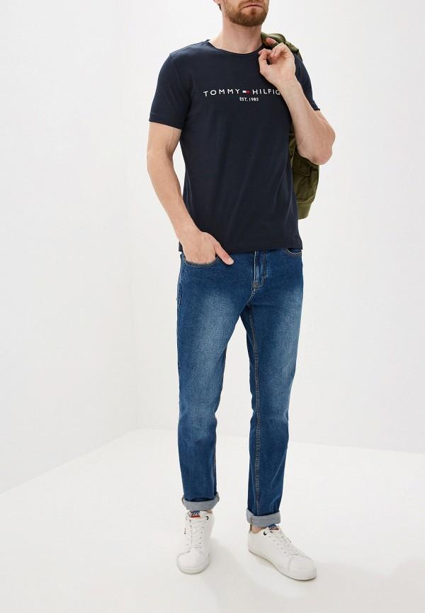 Фото 2 - Мужскую футболку Tommy Hilfiger синего цвета