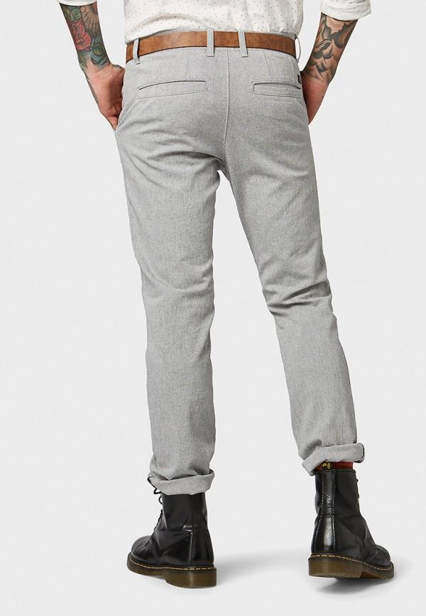 Фото 3 - мужские брюки Tom Tailor Denim серого цвета