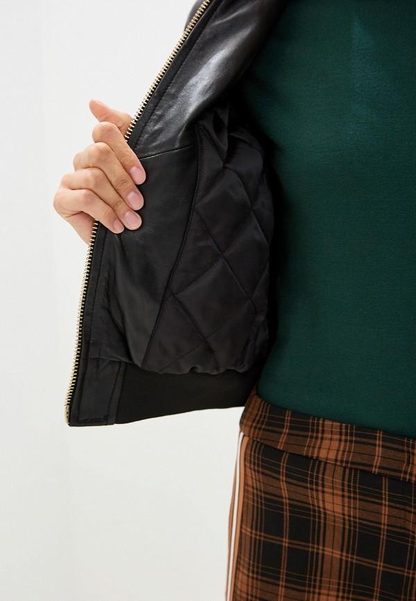 Фото 4 - Куртку кожаная Trussardi Jeans черного цвета