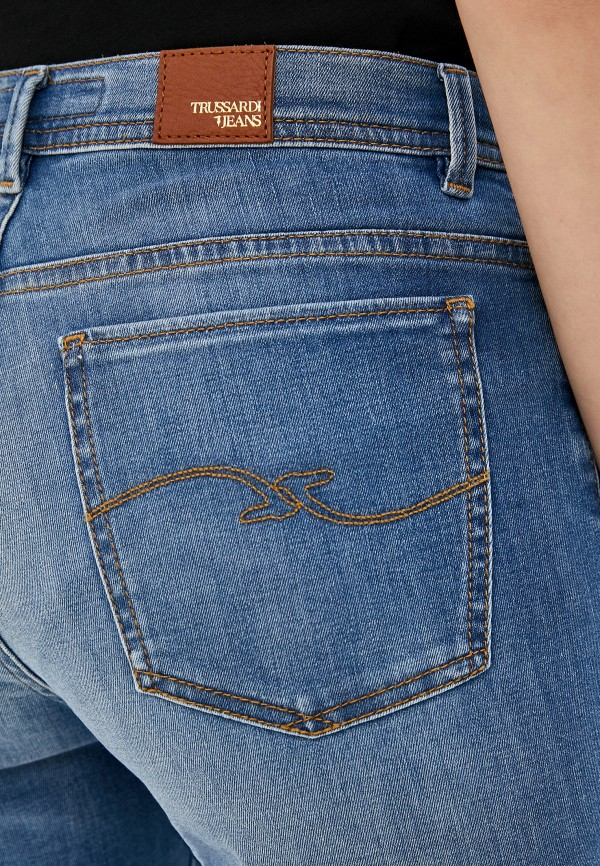 Фото 4 - женские джинсы Trussardi Jeans голубого цвета