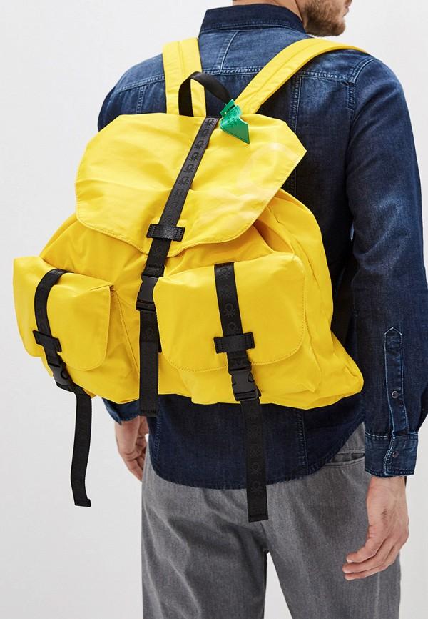 Фото 4 - мужской рюкзак United Colors of Benetton желтого цвета