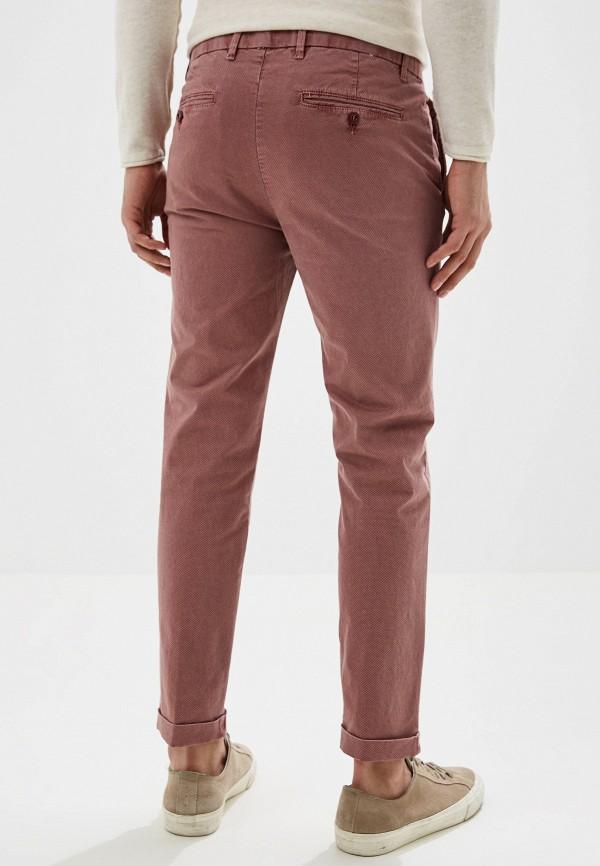 Фото 3 - Мужские брюки United Colors of Benetton розового цвета