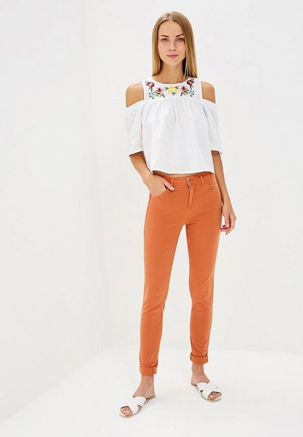 Фото 2 - женские брюки United Colors of Benetton оранжевого цвета