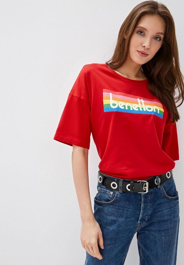 Фото - женскую футболку United Colors of Benetton красного цвета
