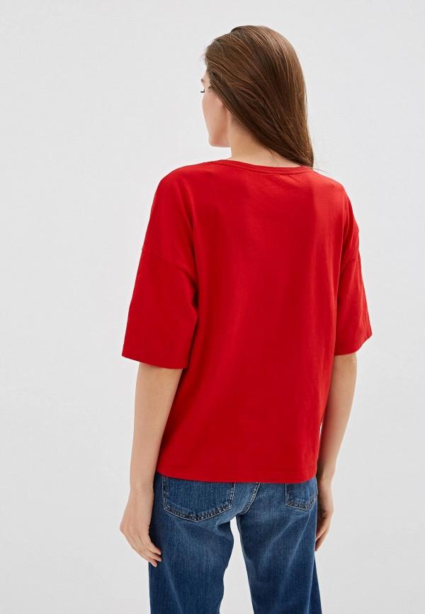 Фото 3 - женскую футболку United Colors of Benetton красного цвета
