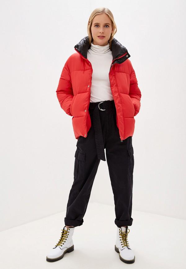 Фото 2 - Куртку утепленная Vagi красного цвета
