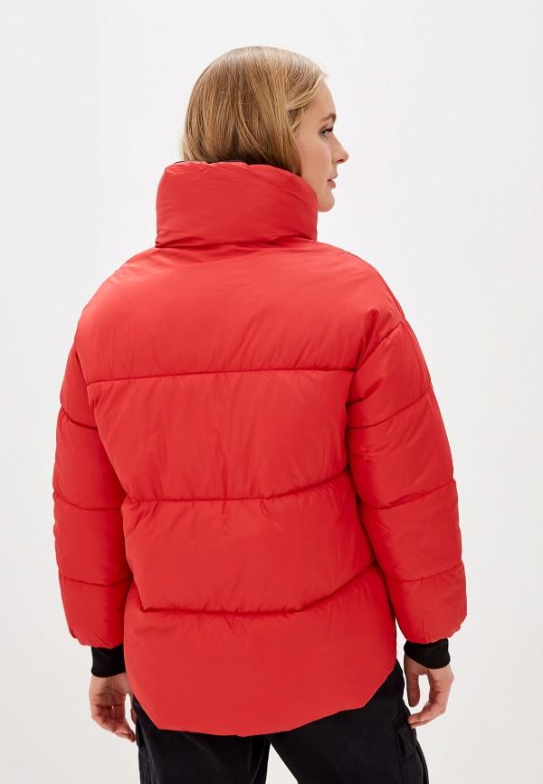 Фото 3 - Куртку утепленная Vagi красного цвета