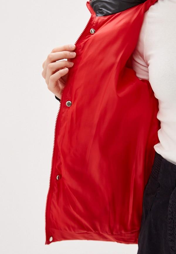 Фото 4 - Куртку утепленная Vagi красного цвета
