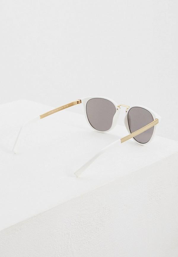 Фото 3 - Очки солнцезащитные Versace белого цвета