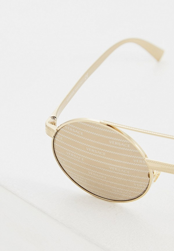 Фото 4 - Очки солнцезащитные Versace золотого цвета